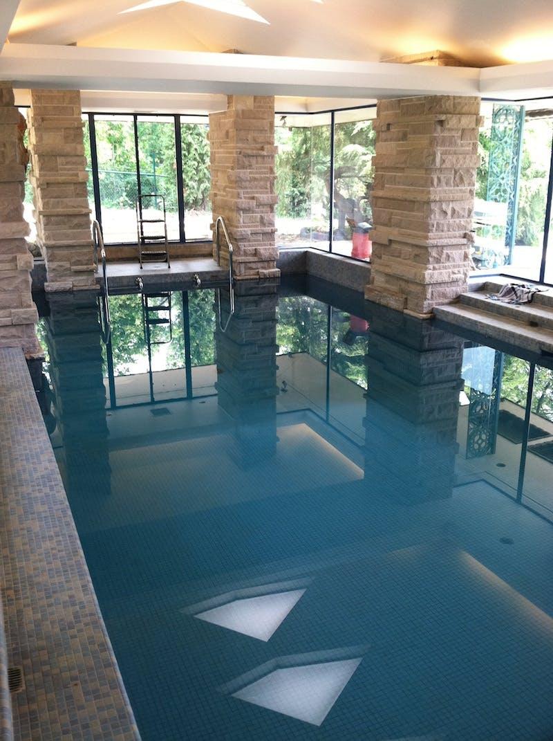 (Franklin Lloyd Wright, Hyde Park) New Windows In Pool Area
