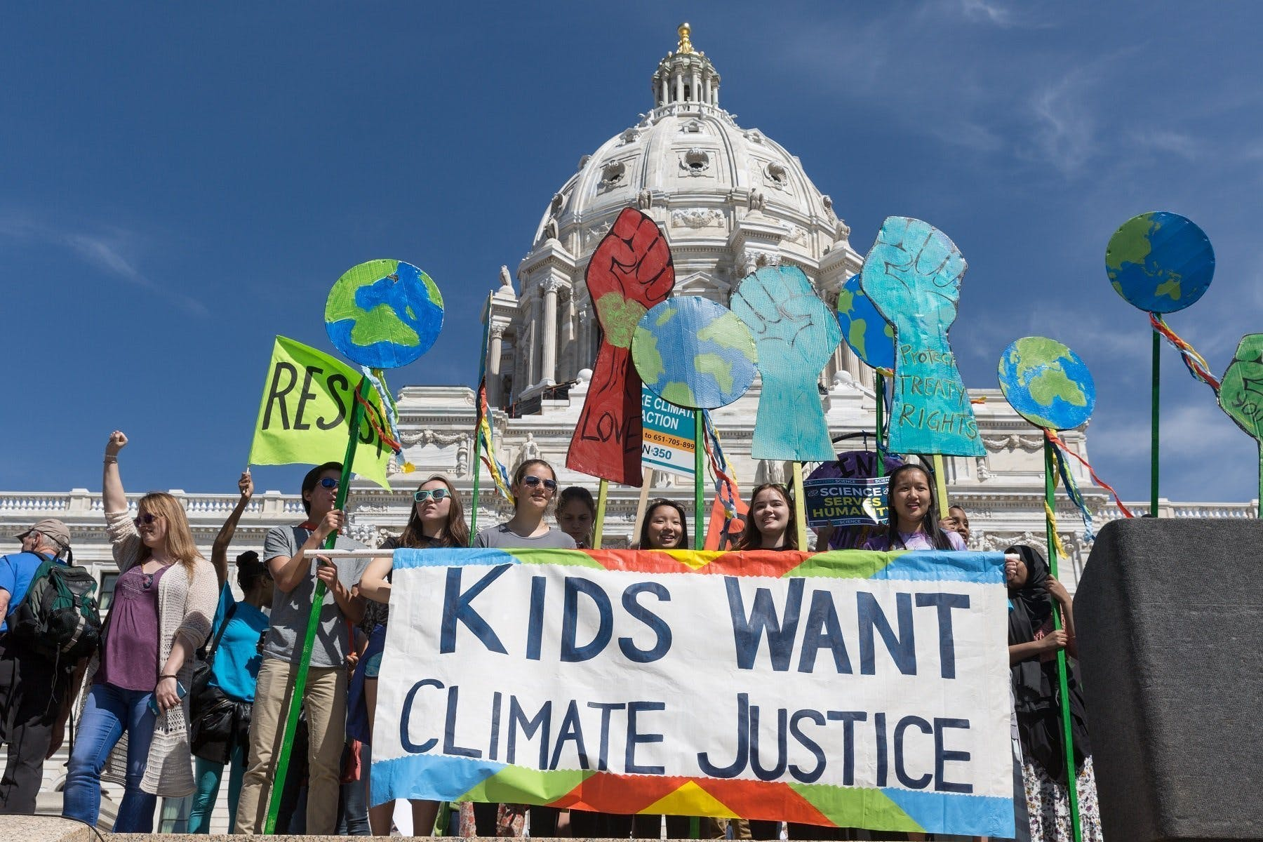 UN human rights experts applaud children fighting climate change