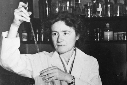 Gerty Cori working in her lab.