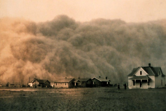 A dust storm approaches a farm in Texas, 1935.
