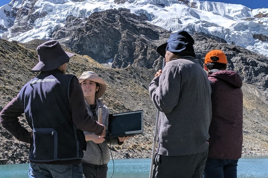 Somers teaching water professionals in Huancayo about measuring glacial lake water levels