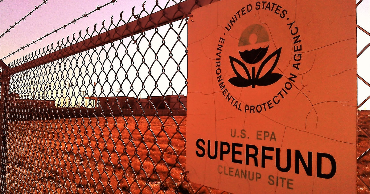Living near a Superfund site shortens life expectancy for low-income residents