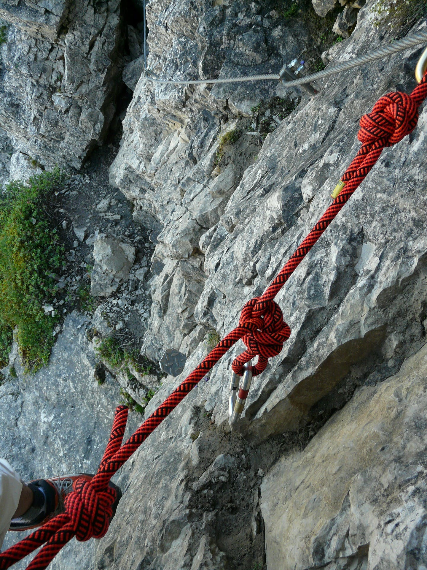 Climbing relies on very strong knots with tough ropes