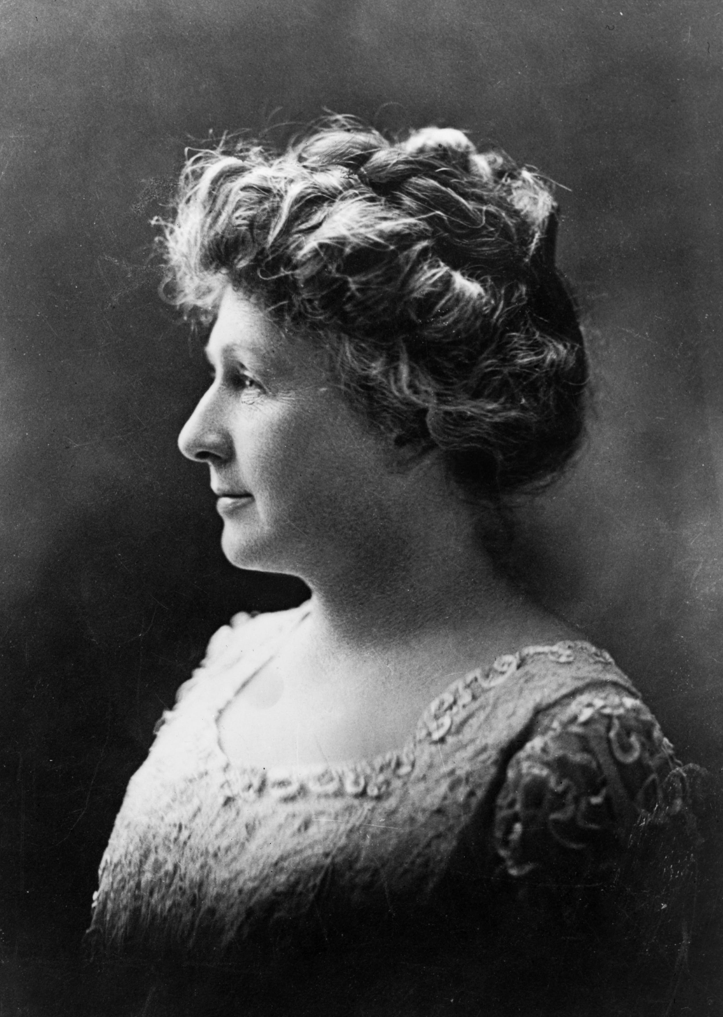 Black and white photograph of Annie Jump cannon, a deaf astronomer